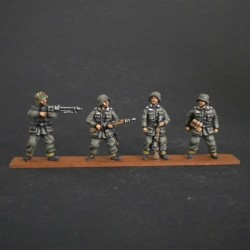 HV04 Panzergrenadiers for Sdkfz standing?? (4 Figures)