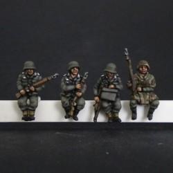 Panzergranaderos alemanes sentados para sdkfz