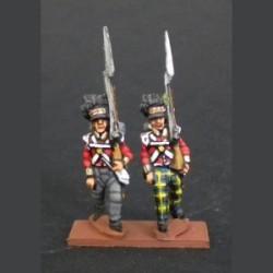 Infantería de las Highlands compañía de flanco marchando con pantalones