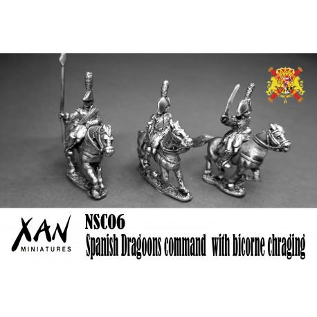 Mando dragones españoles con bicornio cargando